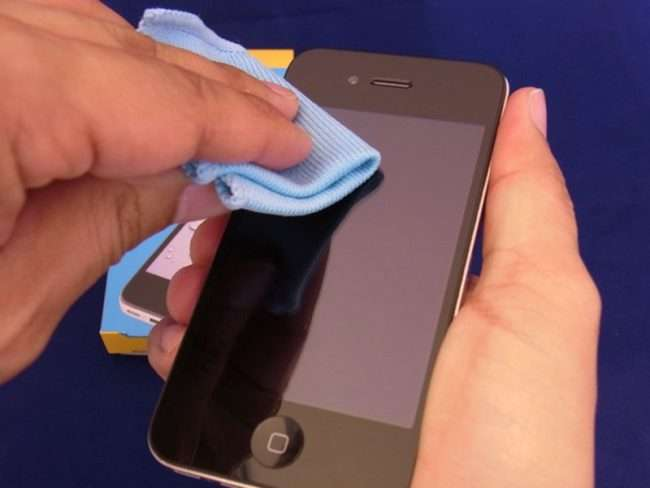 Олеофобне покриття: Як нанести на захист телефон