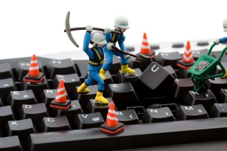 Як почистити клавіатуру ноутбука від бруду, сміття, розлитих напоїв!